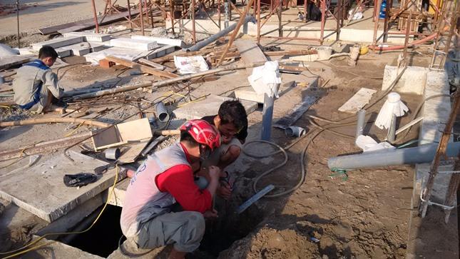 Công nhân thi công Hệ thống xử lý nước thải sinh hoạt Fancy Việt Nam